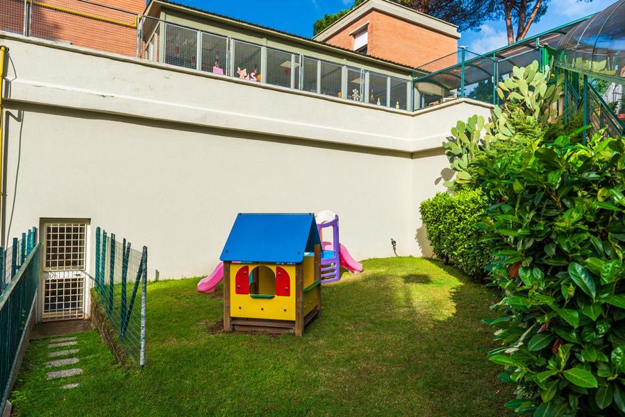 Giardino esterno scuola infanzia