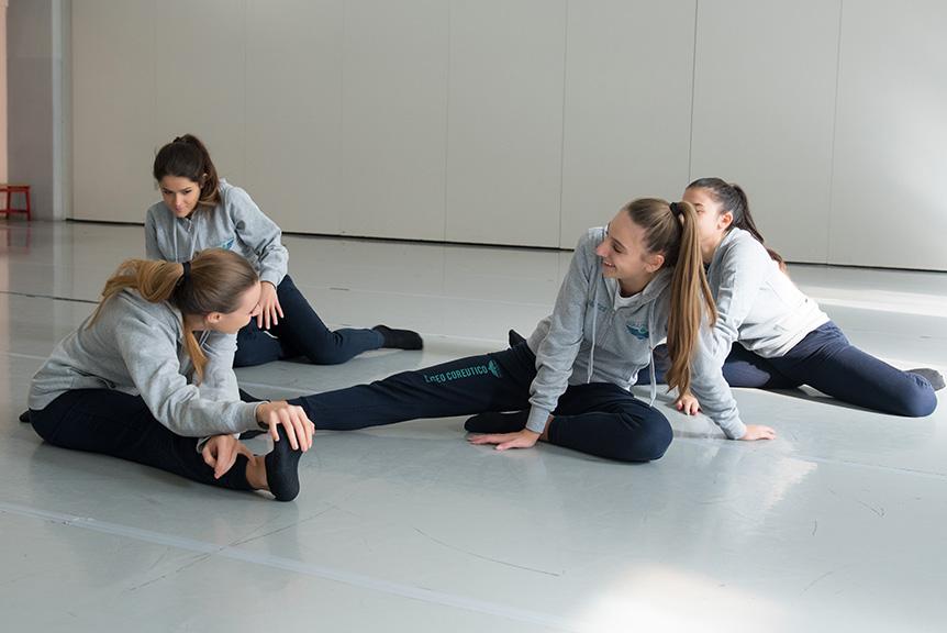 Riscaldamento Lezione Danza Liceo Corautico Musicale Roma Eur
